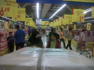 Berapa banyak agaknya produk keluaran Bumiputera yang dijual di tempat sebegini?